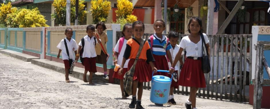 Kinderen op weg naar schooll